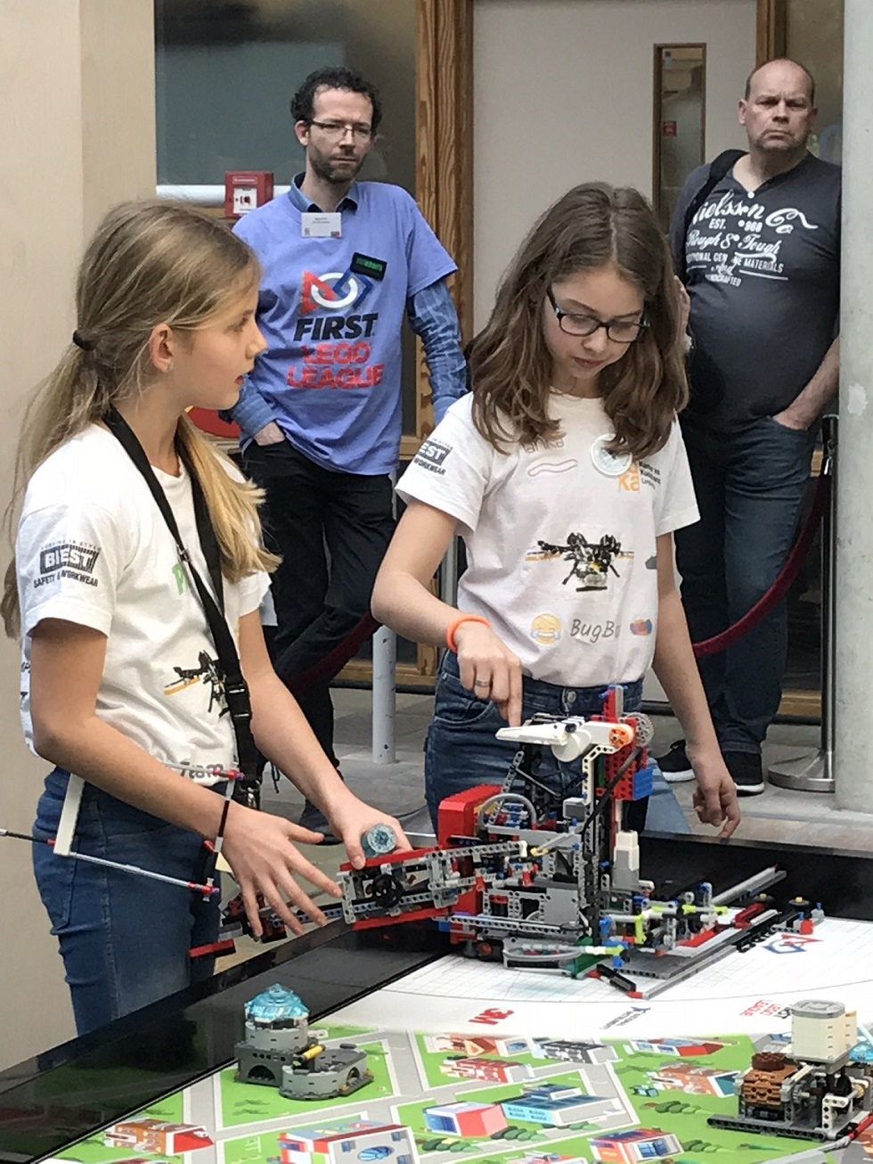 Drie Limburgse teams schitteren in Beneluxfinale FIRST LEGO League